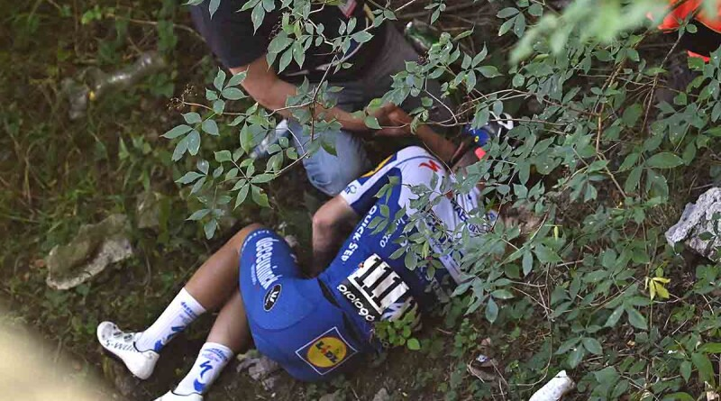 Deceuninck - Quick Step Belgium rider Remco Evenepoel lies down after crashed during the 114th edition of the giro di Lombardia (Tour of Lombardy),  a 231 km cycling race from Bergamo to Como on August 15, 2020. (Photo by Marco BERTORELLO / AFP)